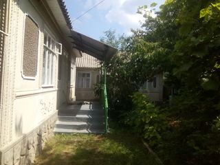 Se vinde casa cu acareturi in centru satului Ocolina,raionul Soroca
