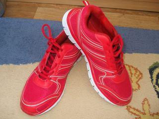 Adidasi rosii calitativi