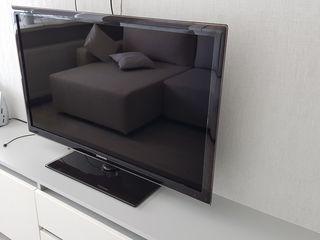 Samsung UE40D5500 1080p Full HD (1920x1080)  в отличном состоянии.