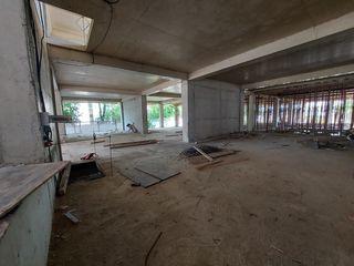 Vinzare spatiu comercial 332 m2 in Complexul Artimaa