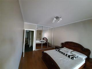 Chirie apartament cu 3 odăi, 120 m.p., autonomă, Centru