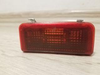 Se vinde iluminatorul portbagajului la audi A6 489947113