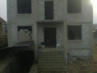 Vind casa 11 km de Chisinau s. Cojusna pret negociabil