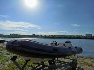 Barcă cu motor ( моторная лодка )