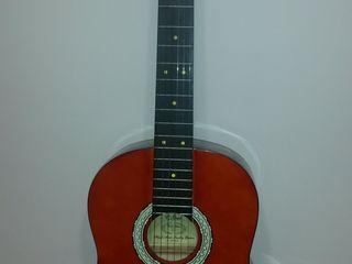 Концертная гитара в идеальном состоянии