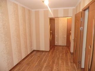 Apartament cu 3 odăi etaj 2 mijloc + garaj modern la scară
