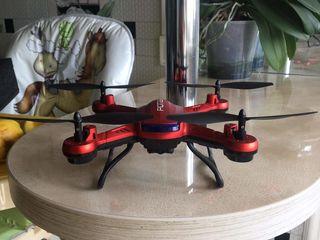 Vand Drona POTENSIC!!!CU TOT COMPLECUT ARE SI FLESCA DETAII MA CONTACTATI