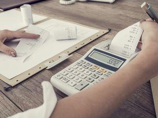 - Servicii contabile  si  de consultanta fiscala -