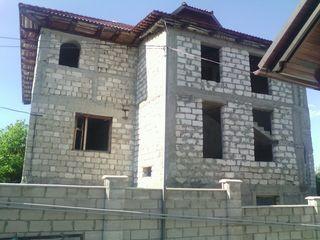 Se vinde casa la intrare in Ialoveni