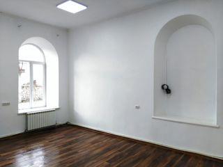 Centru. Spațiu pentru magazin/oficiu în chirie 250 euro