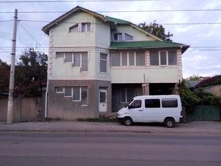 Se vinde urgent !!!Spatiu comercial sau pentru locuit 300 mp sec.Buiucani str.Tudor Vladimirescu