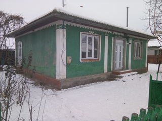 Casa 4 odai garaj sarai 2 beciuri toate conditiile 25 ari mobilier tehnică nouă 49000 Euro, chirie