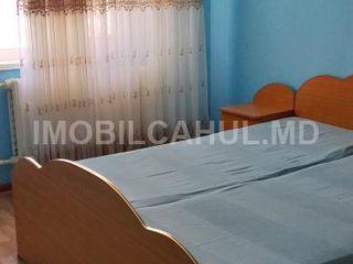 Продается  2-х комнатная квартира в районе автостанции 33000. Торг