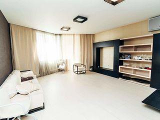 Centru, chirie, apartament cu 3 odăi, complet renovat, 600 €