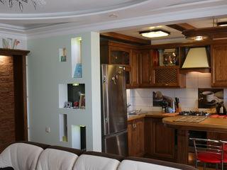 Продам 3-комнатную квартиру с капитальным гаражом. Торг.