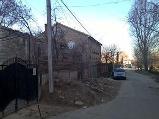 Недостроенный дом на 6-ти сотках земли
