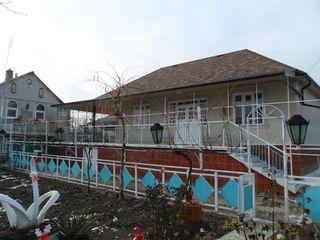 Oдноэтажный дом с летней кухней на 6 сот. в с. Милештий Мичь Яловенского р-на. Цена: 43 500 евро