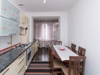 Vanzare  Apartament cu 3 camere, com. Stăuceni, str. Florilor. 74900  €
