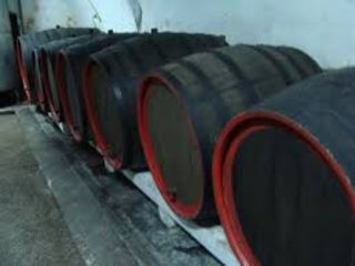 Vindem vin alb & negru de casa-10 lei/lit