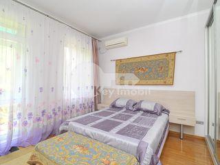 Apartament cu 3 camere, reparație euro, Centru, 500 € !