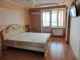Bloc Nou!  Poșta Veche, 3 camere + living.