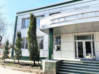 Cladire cu oficii, 580 m2, reparatie euro, or. Stefan-Voda.