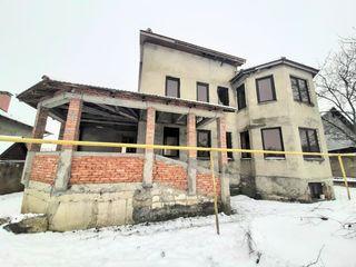 Casa nefinisată cu bazin 340 m2.Colonița.12 ari.Zona liniştită