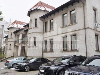 Chirie oficii bine amenajate, str. București, parcare! 330 euro!