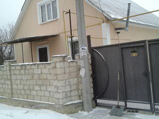 Vînd casă pe pamînt în comuna Vatra