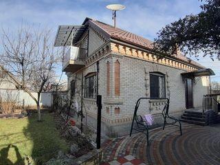 Отличный дом в близи Кишинева, просторный с ремонтом! Имеется также гараж (33.3 м2) и терраса !