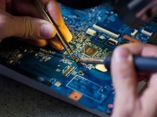 Servicii de reparații: laptopuri și calculatoare