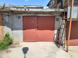 Продам срочно гараж в хорошем состояние цена 2500