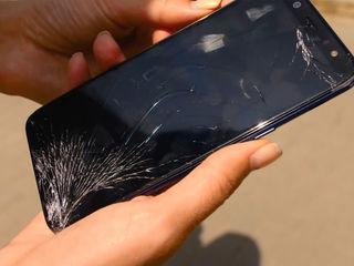 Samsung Galaxy A6 2018 (SM-A600FZ) Стекло разбил? Не страшно, приноси к нам!
