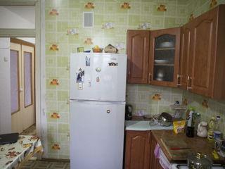 Vind apartament seria 143 - 2 odai+debara urgent