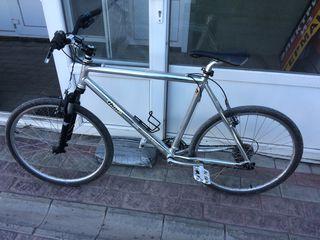 Велосипед с алюминеевой рамой,bicicleta cu rama de aluminiu - б/у из германии