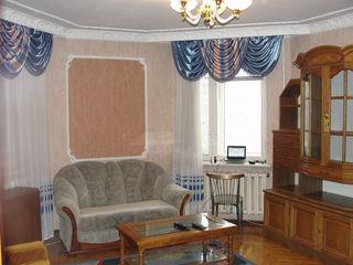 2х комнатная,Stefan cel Mare,3,300 евро месяц 600 лей сутка, 400лей ночь,100лей час, есть все