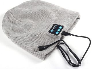 Caciula cu casti handsfree Bluetooth!