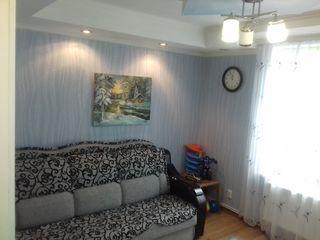 Se vinde apartament 2 camere, et. i, intrare separata.