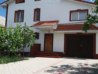 Casa de locuit cu 2 etaje + mansarda - Dumbrava 128000 euro