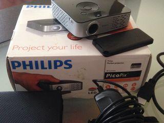 mini LED proiector Philips PicoPix PPX 1430 , 290 gr, lampa 20000 ore, batereia 2ore , usb player
