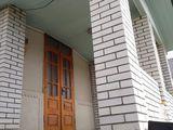 se vinde  casa in centrul orasului Telenesti