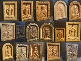 Иконы деревянные.