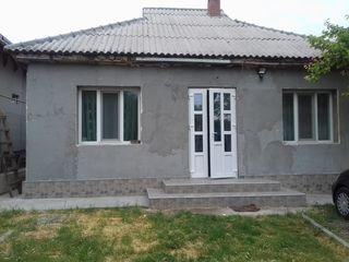 Vand casa sau schimb pe apartament cu 3 odai in Chisinau