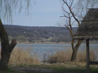 Срочно!!! 13,6 соток, (чимишенское озеро) на самом берегу. 2500евро.