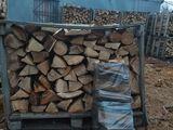 Vind lemne de fok despicate.