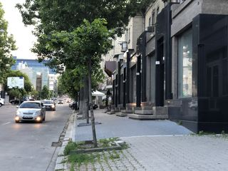 Кишинев Центр ул. Пушкина, коммерческое помещение, отдельный вход, первая линия
