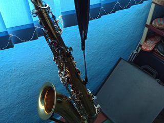 Продаю  саксофон тенор cecilio -б/у 250 евро, в хорошеи состоянии,кроет,строит,звучит.