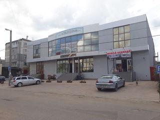 Spatiu comercial in chirie 400 mp in or Hincesti centru.