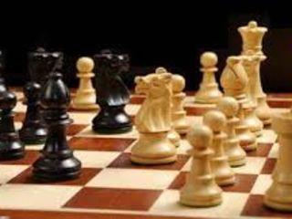 Lecții de șah pentru copiii norocoși