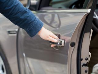 Confecţionarea cheilor auto, cheia cip, reparaţia lacătelor, deschiderea, deblocarea uşilor auto.